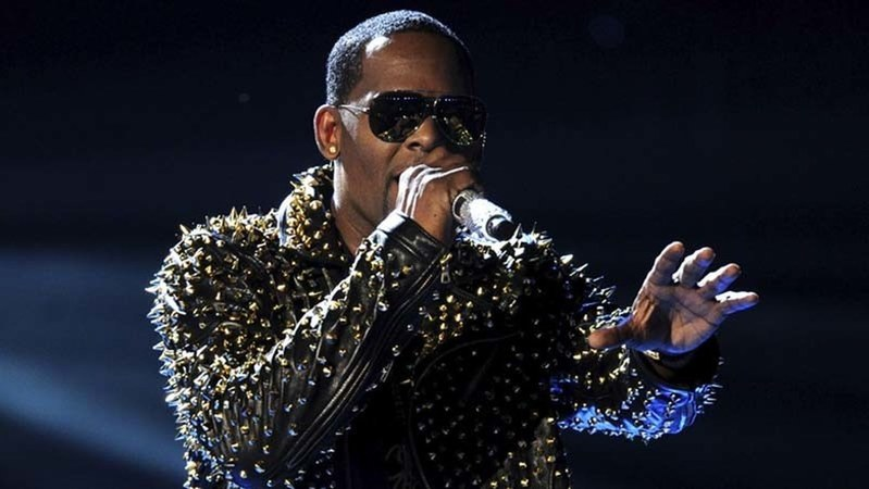 R. Kelly Shares Rambling 19-Minute 'Song' Addressing Sexual Abuse Allegations