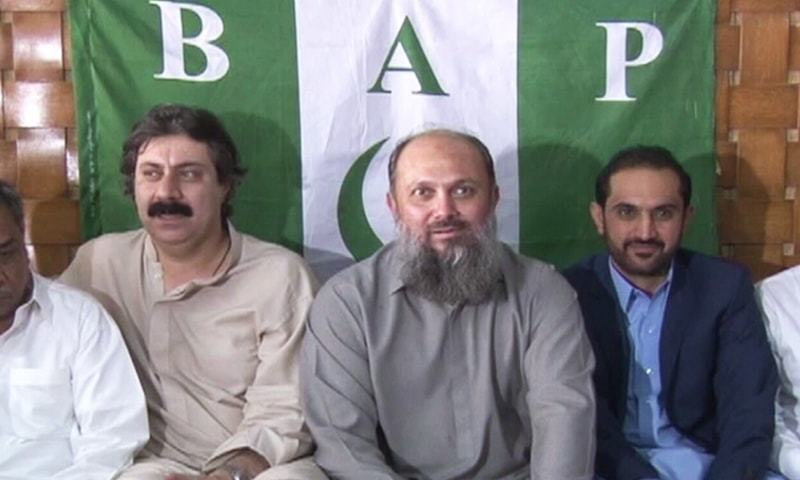 BAP President Jam Kamal Khan Alyani (C) at the joint press conference called by BAP and HDP in Quetta on Sunday. —DawnNewsTV