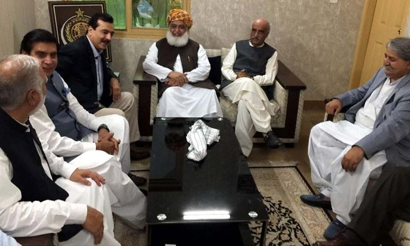Islamabad: Jamiat Ulema-i-Islam-Fazl chief Maulana Fazlur Rehman talks to leaders of Pakistan Peoples Party who called on him at his residence on Sunday.—INP