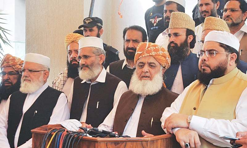 ISLAMABAD: JUI-F chief Maulana Fazlur Rehman speaks to reporters after the MMA meeting outside Mian Aslam's residence on Tuesday.—Online