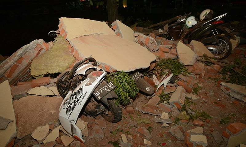 At least 91 killed in massive Indonesia quake