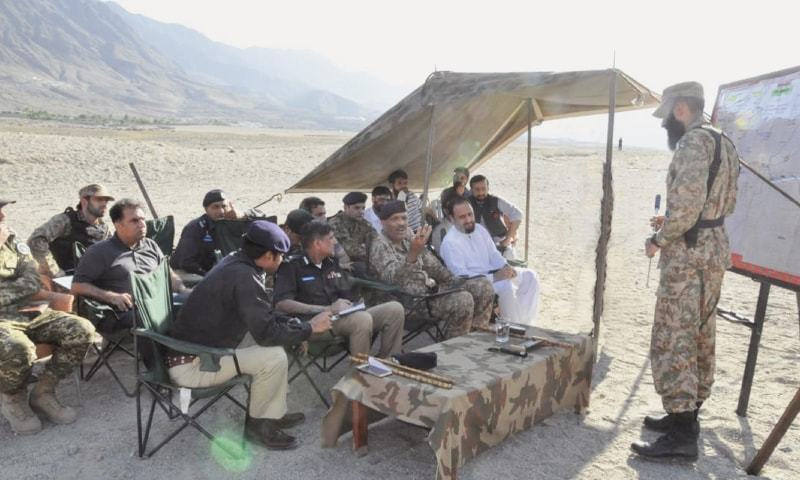 Major General Saqib Mehmud Malik being briefed on the operation in Chilas.—Dawn