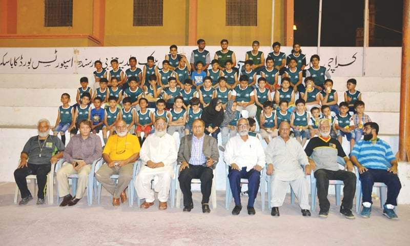 KARACHI: Former Test spinner Iqbal Qasim, who was the chief guest at the closing ceremony, is seen with camp trainees and basketball officials here on Sunday.