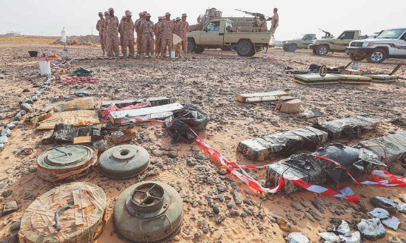Yemeni soldiers loyal to the Saudi and UAE-backed government attend a mine clearance and dismantling training at a centre funded by the UAE armed forces, along the coast north of the southeastern port city of Mukalla in Yemen.—AFP