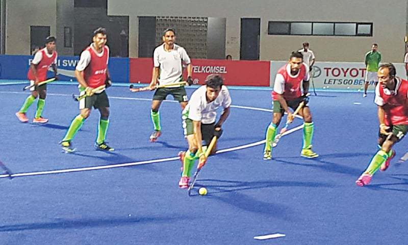 JAKARTA: A view of the Pakistan hockey team's practice session under floodlights at the Senayan Hockey Stadium.