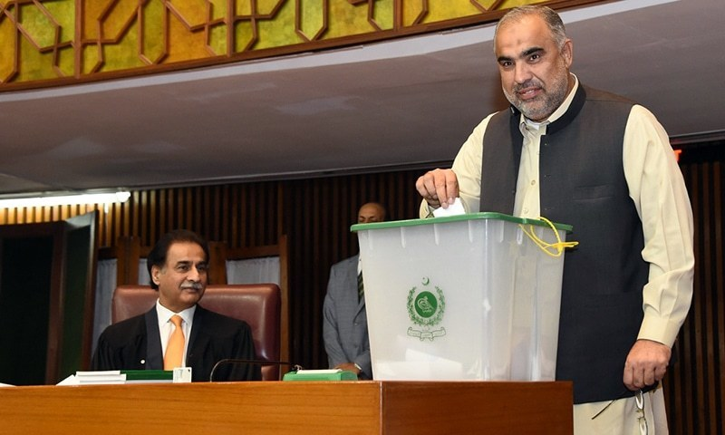 PTI's Asad Qaiser casts his vote for NA speaker. ─ NA Secretariat