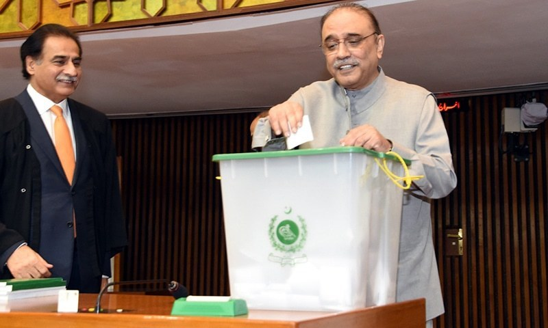 PPP Co-Chairman Asif Zardari casts his vote for NA speaker. ─ NA Secretariat