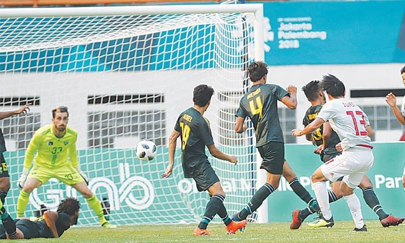CIKARANG: Japan's Yuto Iwasaki (R) shoots to score past Pakistan goalkeeper Saqib Hanif during their Asian Games group 'D' match at the Wibawa Mukti Stadium on Thursday.—AP