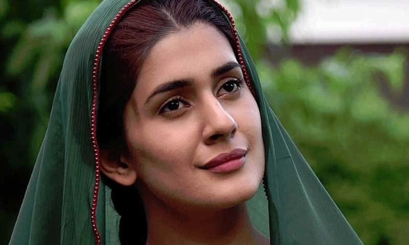 کبریٰ خان نے بتایا کہ وہ برطانیہ سے پاکستان آکر بےحد خوش ہیں —فوٹو/ اسکرین شاٹ