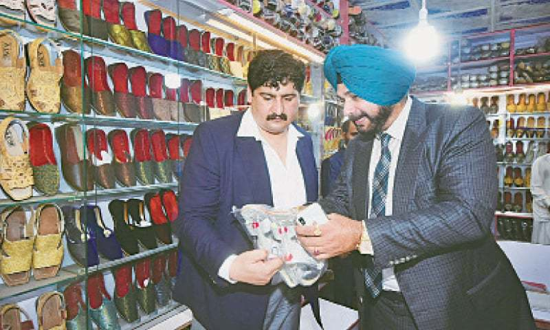 LAHORE: Former Indian cricket star Navjot Singh Sidhu visits a shoe outlet at Taxali Gate. — White Star / Arif Ali