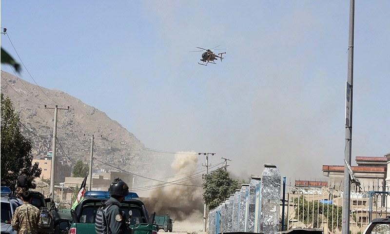 حملے کے بعد سیکیورٹی فورسز کی جانب سے بھرپور کارروائی کی گئی جس میں ہیلی کاپٹر نے بھی حصہ لیا—فوٹو: اے پی .