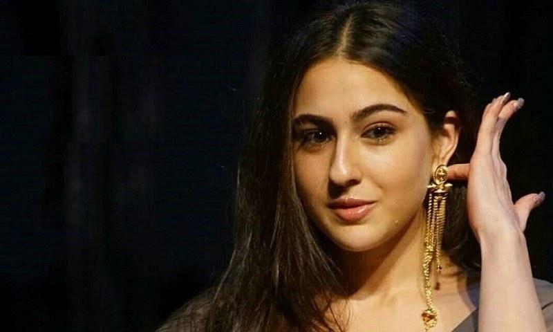 سارہ علی خان کی پہلی فلم رواں برس کے آخر تک ریلیز ہونے کا امکان ہے—فائل فوٹو: بولی ورم