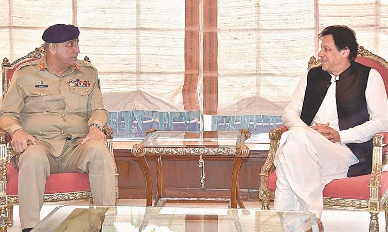 ISLAMABAD: Chief of the Army Staff Gen Qamar Javed Bajwa calls on Prime Minister Imran Khan at PM Office on Monday.—INP