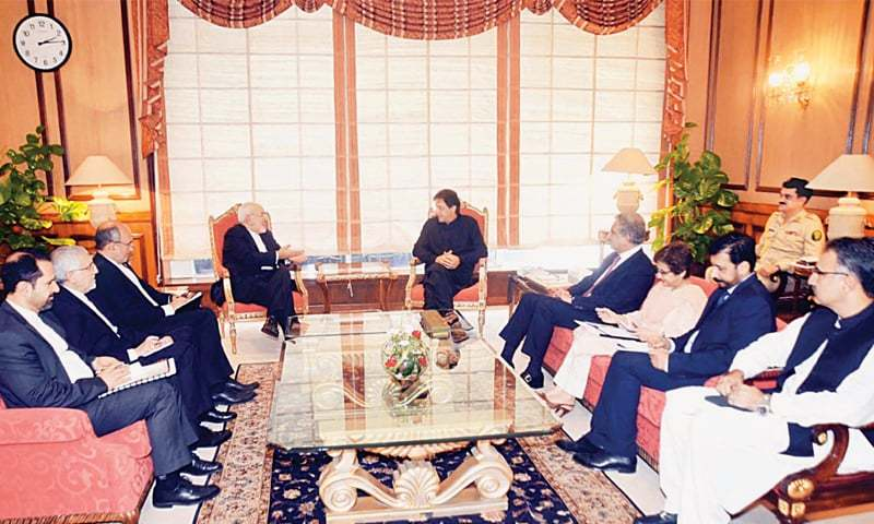 ISLAMABAD: Prime Minister Imran Khan exchanges views with Iranian Foreign Minister Javad Zarif during a meeting at PM Office on Friday.—PPI