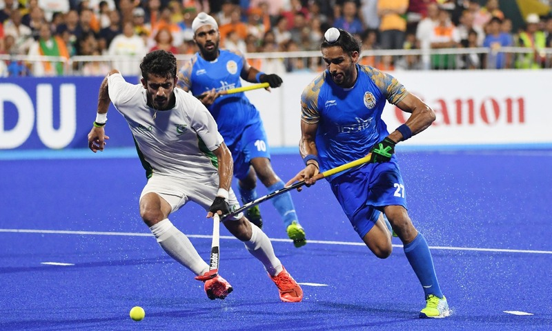 India's Akashdeep Singh (R) and Pakistan's Ammad Shakeel Butt competes for the ball during the men's field hockey bronze medal match between India and Pakistan at the 2018 Asian Games in Jakarta — AFP