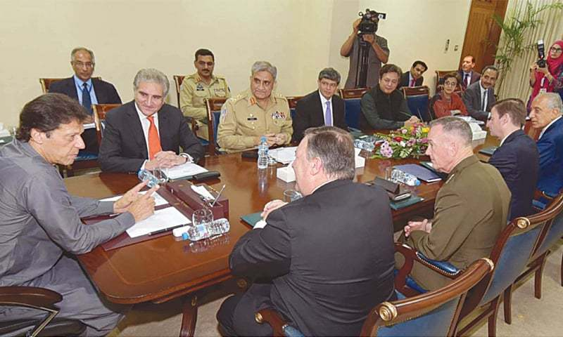 ISLAMABAD: Prime Minister Imran Khan in discussion with US Secretary of State Mike Pompeo and Chairman of the Joint Chiefs of Staff Gen Joseph Dunford at PM Office on Wednesday. Foreign Minister Shah Mehmood Qureshi and Chief of the Army Staff Gen Qamar Javed Bajwa are also seen.—White Star