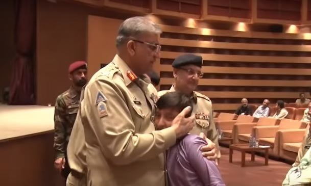 Gen Bajwa meets families of martyrs at an event that took place at Army Auditorium GHQ Rawalpindi. —ISPR