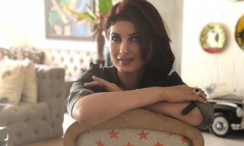 اداکارہ نے گزشتہ 3 سال کے اندر تیسری کتاب فروخت کے لیے پیش کردی—فوٹو: ٹوئنکل کھنہ ٹوئٹر