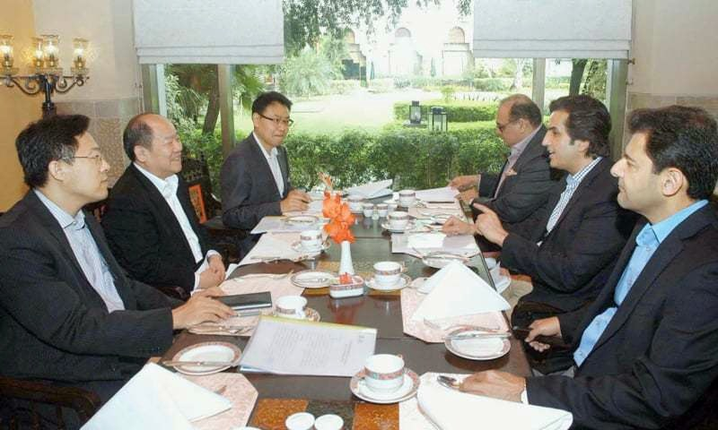 ISLAMABAD: Federal Minister for Planning, Development and Reform Makhdoom Khusro Bakhtiar speaks to Ning Jizhe, the vice-chairman of National Development and Reform Commission of China, during a meeting on Sunday.—APP