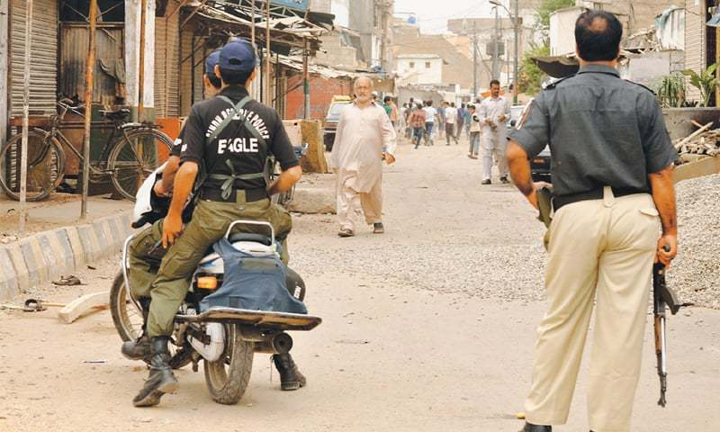 While assault rifles like AK-47 have been a weapon of choice for Karachi  police for decades, the authorities are now mulling over new ideas and  have recently armed a special unit formed to combat street crime with 9mm pistols.—Fahim Siddiqi / White Star