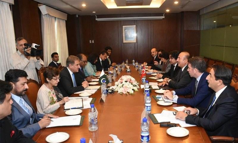پاک-ترک وزرا خارجہ کی ملاقات میں مختلف امور پر تبادلہ خیال ہوا— فوٹو: بشکریہ دفتر خارجہ