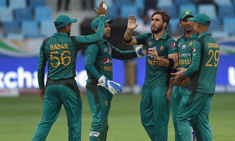 باؤلنگ پاکستان کی ہمیشہ سے پہچان رہی ہے—تصویر بشکریہ اے ایف پی