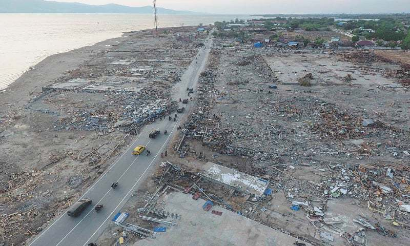 PALU: An aerial view (top) of an area damaged by an earthquake and tsunami last week. Indonesian President Joko Widodo touring the area to see the damage (bottom left).—Agencies