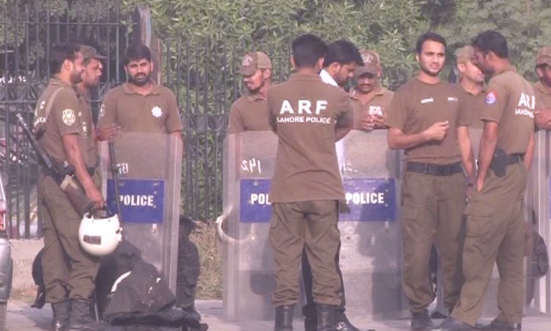 Police officers stand outside accountability court in Lahore. — DawnNewsTV