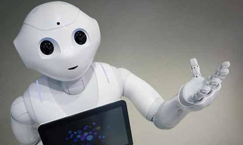 روبوٹ میں 4 مائیکوفون، 2 کیمرے اور اسکرین نصب ہے —فوٹو: اے ایف پی