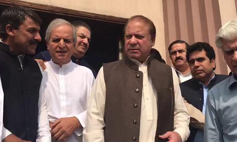 Former premier Nawaz Sharif, accompanied by former PML-N stalwart Javed Hashmi and other party leaders, leaves accountability court. — Screengrab DawnNewsTV