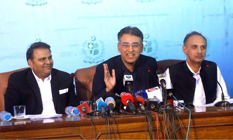 Finance Minister Asad Umar, flanked by Information Minister Fawad Chaudhry and Power Minister Omar Ayub Khan, addresses a press conference. —APP