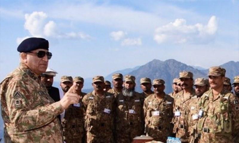 Army Chief Gen Qamar Javed Bajwa talks to troops at the LoC. — Photo: DG ISPR Twitter