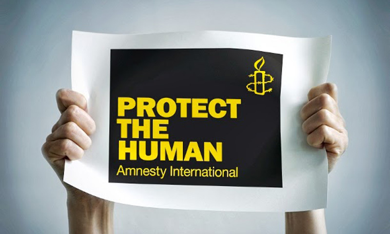 Amnesty International claims more than five Indian officials raided its office, ordered employees to stay put and searched their desks.