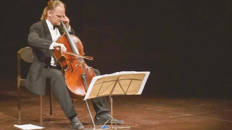 Czech musician Frantisek Brikcius played the national anthems of Pakistan and his country before formally giving a solo performance