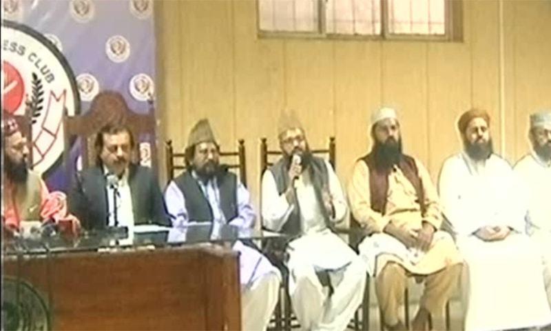 Tanzeem Ittehad-i-Ummat Chairman Ziaul Haq Naqshbandi addresses a press conference at the Lahore Press Club. ─ DawnNewsTV