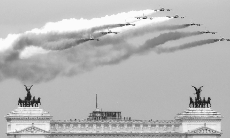 Rome: Jets of the Italian Air Force aerobatic unit spread smoke in the colours of the Italian flag as they fly over this city during ceremonies in remembrance of the end of World War I.—AFP