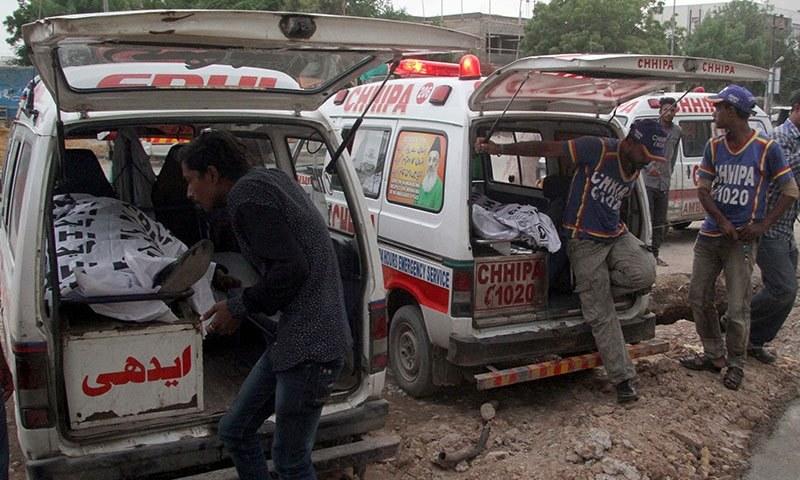 سڑکوں پر نظر آنے والی ایمبولینسز میں بنیادی سہولیات نہیں ہوتی، عمومی طور پر ایسی گاڑیاں لاشوں کی منتقلی کے لیے استعمال ہوتی ہیں— فوٹو شٹر اسٹاک