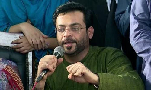 Aamir Liaquat pleads not guilty to charges of contempt of court. ─ DawnNewsTV