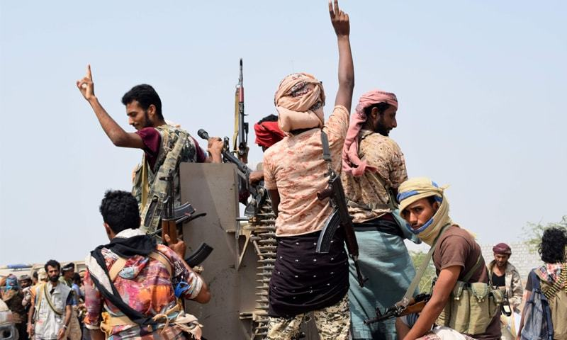 HODEIDA: Yemeni pro-government forces advance towards the port area on Tuesday. — AFP