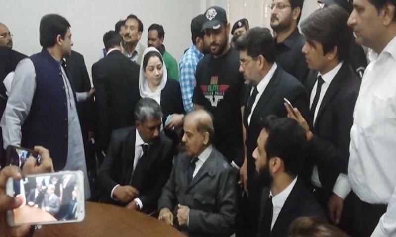 PML-N president Shahbaz Sharif consults his counsel ahead of the hearing. — DawnNewsTV