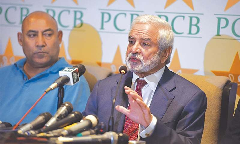 KARACHI: PCB chairman Ehsan Mani makes a point while addressing a media conference at the Hanif Mohammad High Performance Centre here on Wednesday. Also seen is NCA director Mudassar Nazar. —Tahir Jamal / White Star