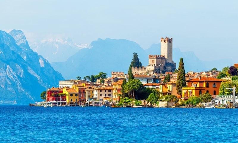 دپیکا اور رنویر نے اٹلی کے سیاحتی مقام لیک کومو میں شادی کی تھی—فائل فوٹو: فیس بک
