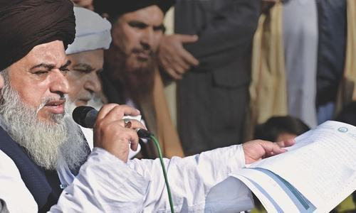 Contempt of court action sought against Khadim Rizvi, Afzal Qadri. — APP/File
