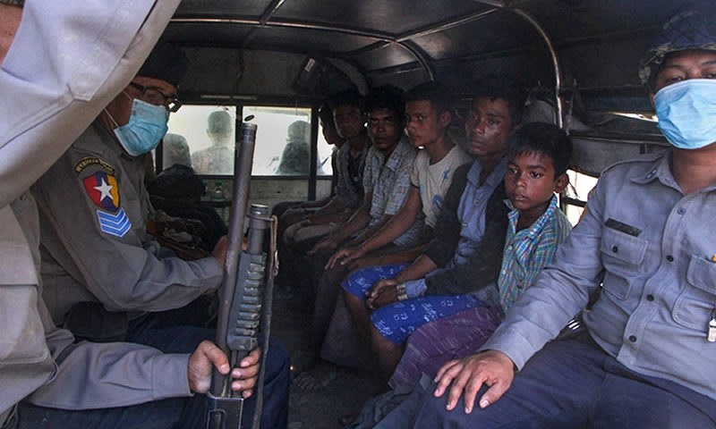 Rohingya crisis: Police in Myanmar arrest more than 100 people on boat