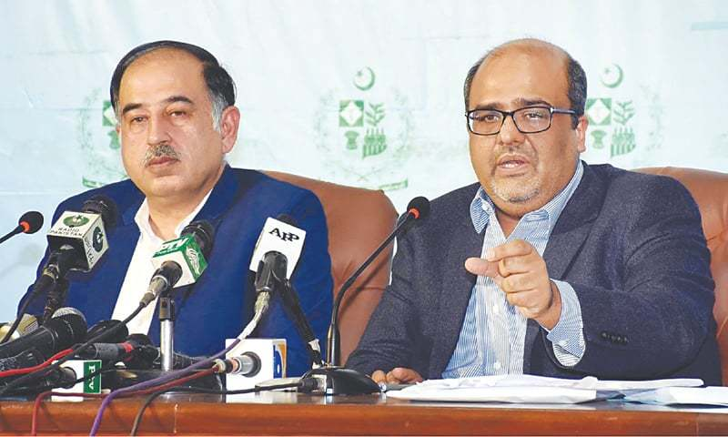 ISLAMABAD: Shahzad Akbar and Iftikhar Durrani, special assistants to the prime minister on accountability and media, respectively, pictured during a press briefing on Saturday.—INP