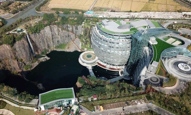 چین د اوبو لاندې هوټل پرانېست (انځورونه)