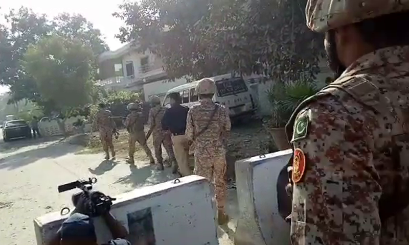 A contingent of Rangers and police arrive outside the consulate in Clifton. — DawnNewsTV