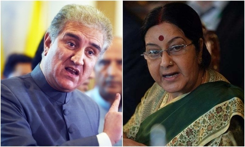 Foreign Minister Shah Mahmood Qureshi (L) and  Indian External Affairs Minister Sushma Swaraj. — AFP/File