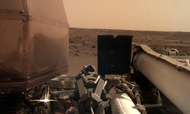 انسائٹ کی جانب سے بھیجی گئی مریخ کی دوسری تصویر —فوٹو بشکریہ ٹوئٹر