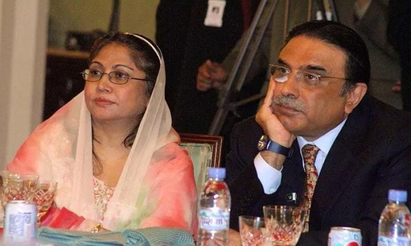 سابق صدر مملکت آصف علی زرداری (دائیں) اور ان کی بہن فریال تالپور (بائیں) ایک تقریب میں موجود ہیں — فائل فوٹو